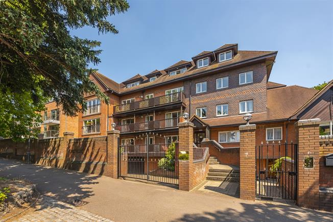 £2,600  per Calendar Month (Calculated), 1 Bedroom Apartment To Rent in London, SW19
