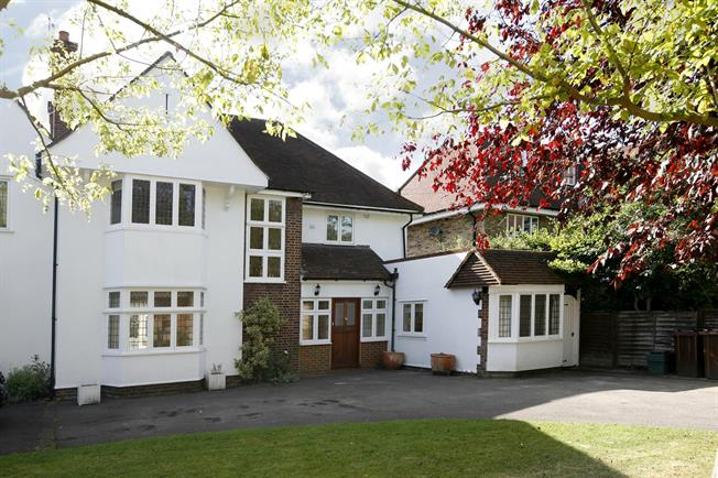 £4,500 per Calendar Month, 4 Bedroom Semi Detached House To Rent in Kingston upon Thames, KT2