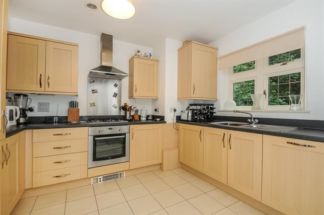 £1,100 per Calendar Month, 2 Bedroom Apartment To Rent in Winchester, SO22