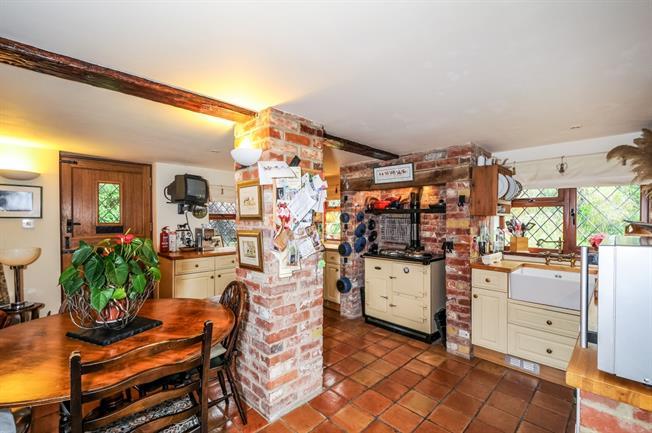 £1,695 per Calendar Month, 4 Bedroom Detached House To Rent in Kimpton, SP11