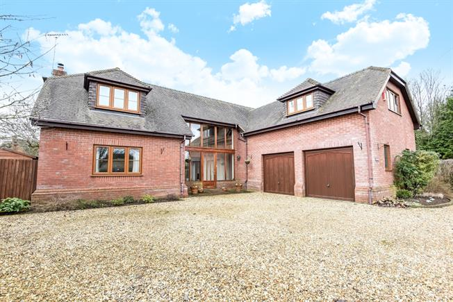 £2,500 per Calendar Month, 4 Bedroom Detached House To Rent in Winchester, SO21