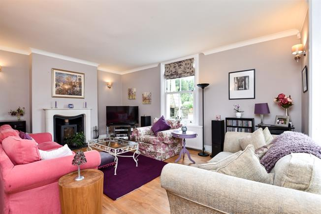 £3,000 per Calendar Month, 5 Bedroom Detached House To Rent in Alresford, SO24