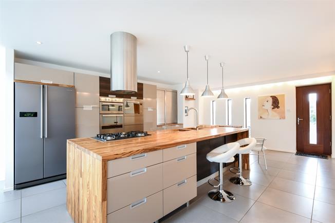 £3,200 per Calendar Month, 4 Bedroom Detached House To Rent in Fareham, PO14