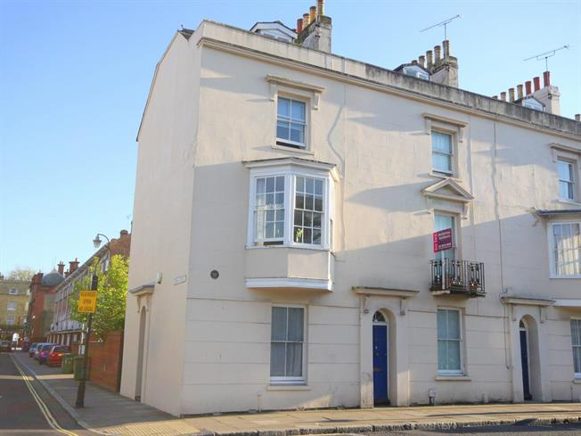 £1,100 per Calendar Month, 4 Bedroom Terraced House To Rent in Southampton, SO14