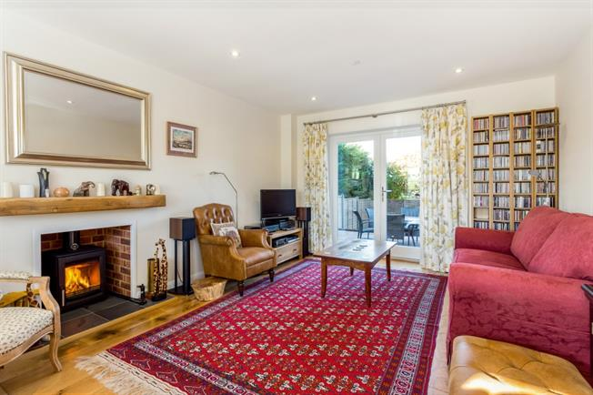 £1,850 per Calendar Month, 4 Bedroom Detached House To Rent in Winchester, SO21
