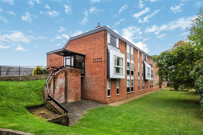 £760 per Calendar Month, 1 Bedroom Flat To Rent in Southampton, SO15