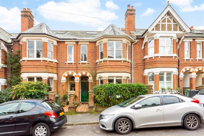 £2,300 per Calendar Month, 5 Bedroom Terraced House To Rent in Winchester, SO22