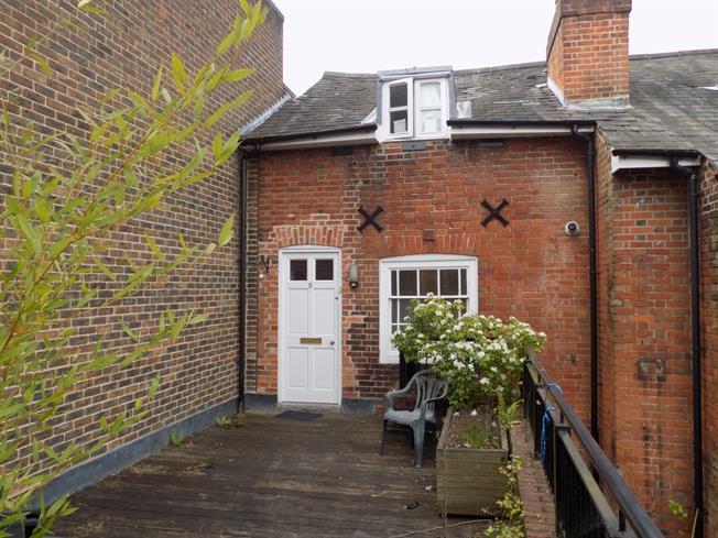£795 per Calendar Month, 2 Bedroom Maisonette To Rent in Winchester, SO23