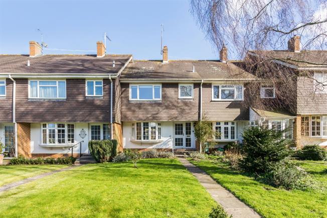 £1,200 per Calendar Month, 3 Bedroom Terraced House To Rent in Stockbridge, SO20