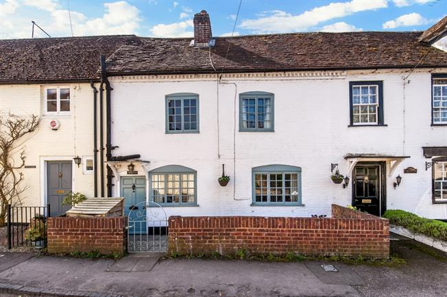 £1,450 per Calendar Month, 3 Bedroom Cottage House To Rent in Winchester, SO21