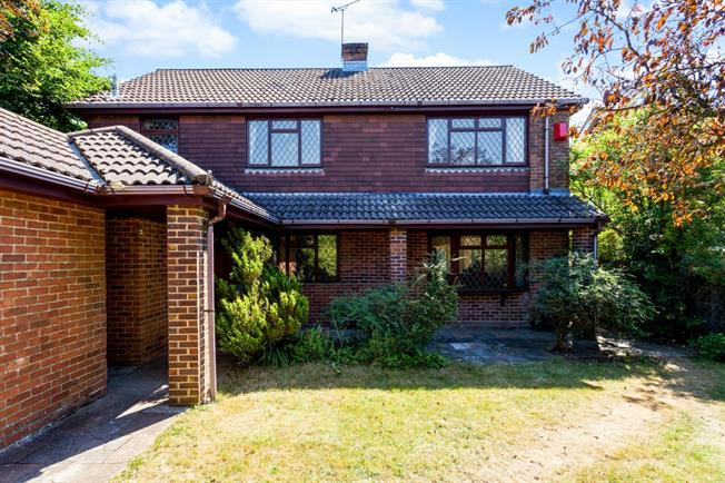 £1,800 per Calendar Month, 4 Bedroom Detached House To Rent in Southampton, SO32