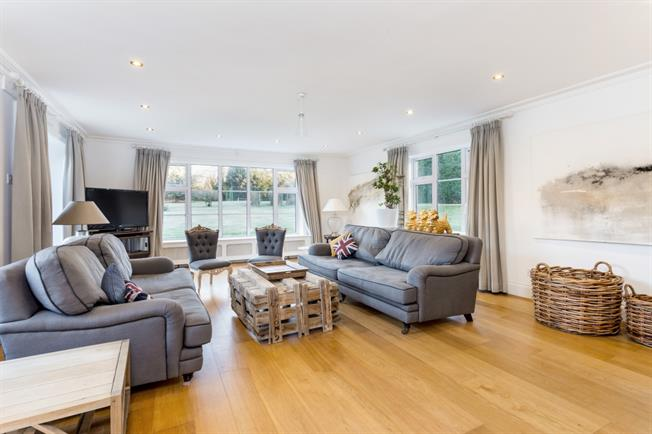 £3,500 per Calendar Month, 6 Bedroom Detached House To Rent in Winchester, SO21