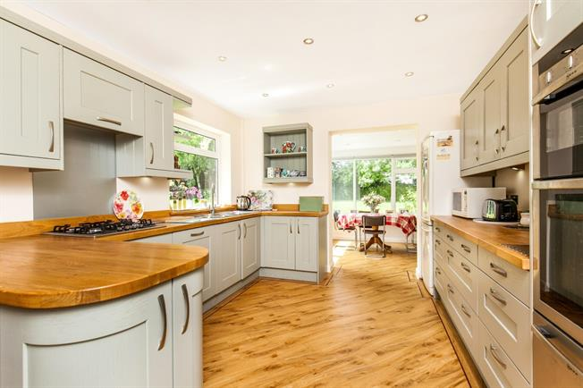 £2,500 per Calendar Month, 4 Bedroom Detached House To Rent in Easton, SO21