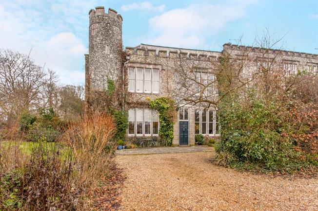 £2,300 per Calendar Month, 4 Bedroom Terraced House To Rent in Soberton, SO32