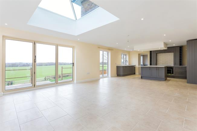 £2,250 per Calendar Month, 5 Bedroom Detached House To Rent in Winchester, SO21