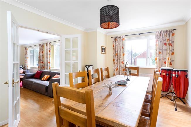 £1,895 per Calendar Month, 4 Bedroom Bungalow To Rent in Medstead, GU34
