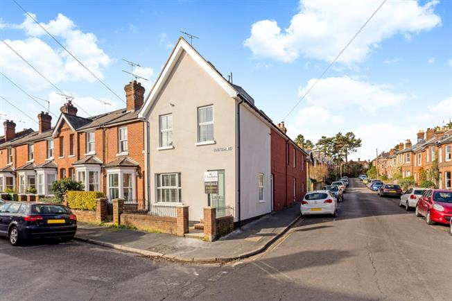 £1,995 per Calendar Month, 3 Bedroom Terraced House To Rent in Winchester, SO22