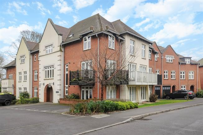 £1,200 per Calendar Month, 2 Bedroom Apartment To Rent in Winchester, SO22
