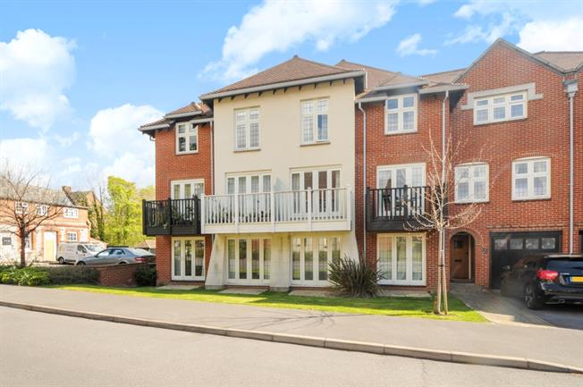 £925 per Calendar Month, 1 Bedroom Apartment To Rent in Winchester, SO22