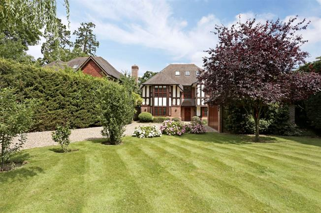 £5,400 per Calendar Month, 5 Bedroom Detached House To Rent in Windsor, SL4