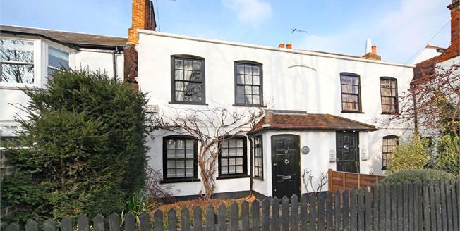 £1,600 per Calendar Month, 2 Bedroom Cottage House To Rent in Datchet, Berkshire, SL3