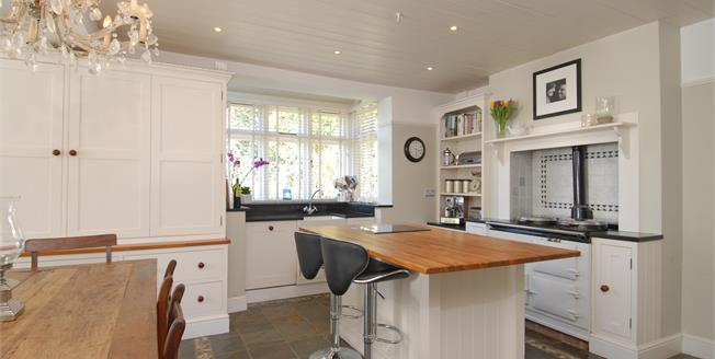 £3,400 per Calendar Month, 5 Bedroom Detached House To Rent in Wraysbury, TW19