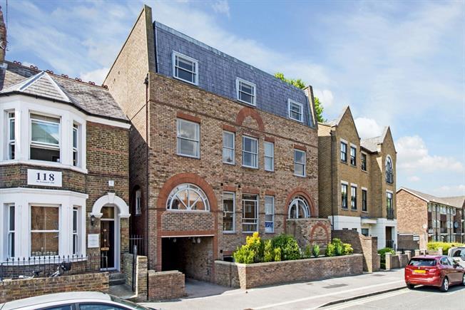 £1,095 per Calendar Month, 1 Bedroom Apartment To Rent in Windsor, SL4