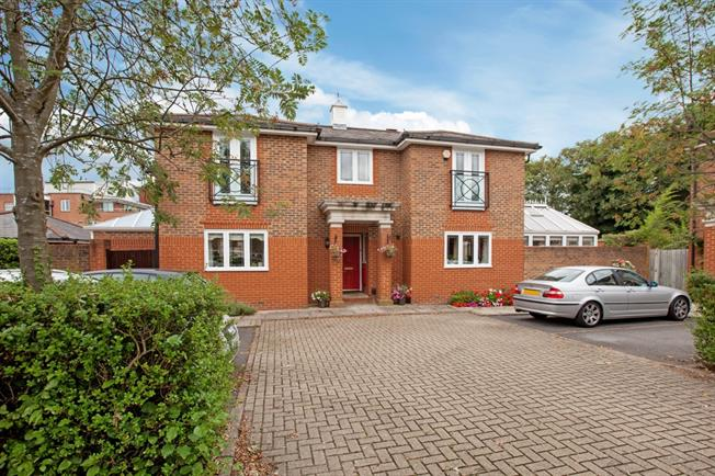 £2,950 per Calendar Month, 4 Bedroom Detached House To Rent in Windsor, SL4