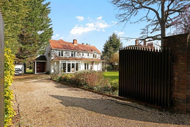 £3,500 per Calendar Month, 5 Bedroom Detached House To Rent in Datchet, SL3