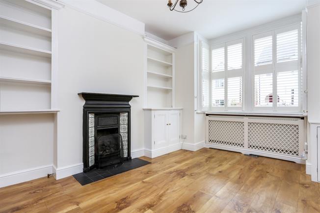 £2,200 per Calendar Month, 4 Bedroom Terraced House To Rent in Windsor, SL4