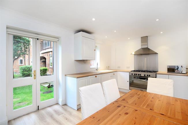 £2,500 per Calendar Month, 4 Bedroom Terraced House To Rent in Eton, SL4