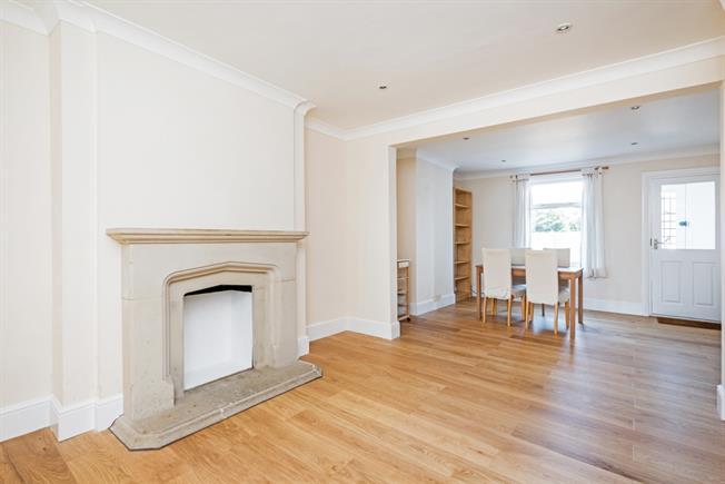 £1,295 per Calendar Month, 2 Bedroom Cottage House To Rent in Windsor, SL4