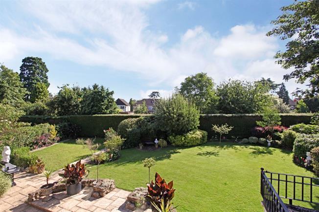 £2,650 per Calendar Month, 4 Bedroom Detached House To Rent in Old Windsor, SL4