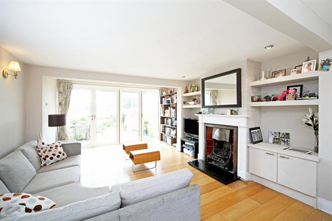 £1,950 per Calendar Month, 2 Bedroom Cottage House To Rent in Windsor, SL4