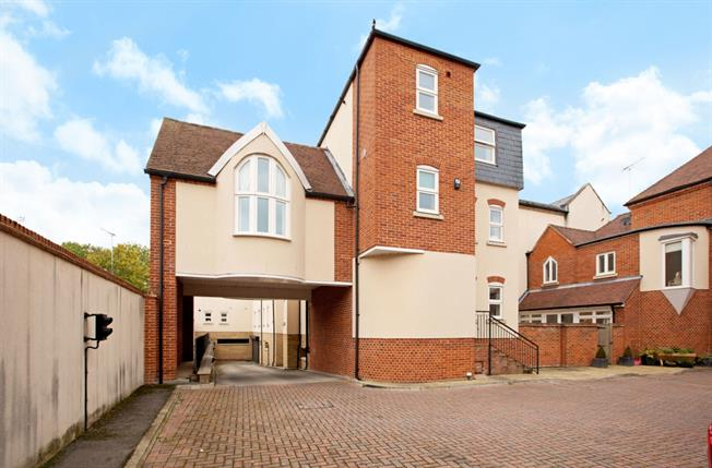 £2,750 per Calendar Month, 3 Bedroom Town House To Rent in Windsor, SL4