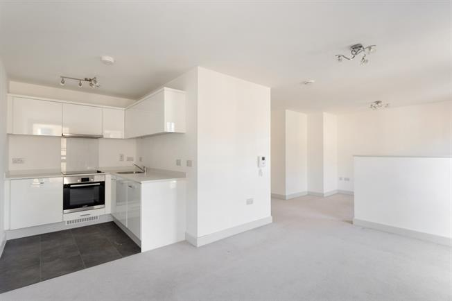 £995 per Calendar Month, Apartment To Rent in Windsor, SL4