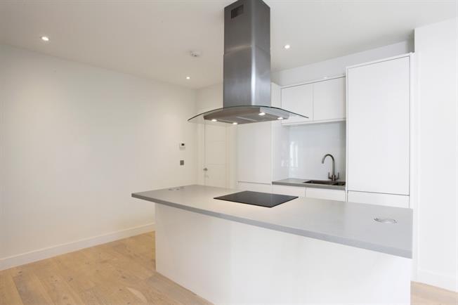 £1,450 per Calendar Month, 2 Bedroom Flat To Rent in Windsor, SL4