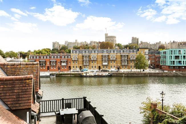 £1,800 per Calendar Month, 1 Bedroom Apartment To Rent in Windsor, SL4
