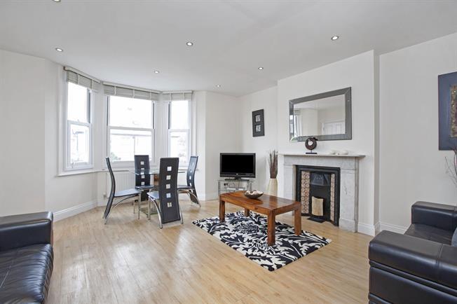 £1,550 per Calendar Month, 2 Bedroom Flat To Rent in Windsor, SL4