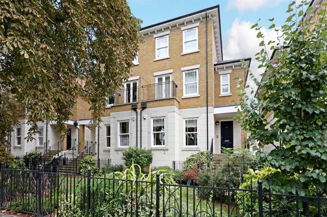 £4,950 per Calendar Month, 5 Bedroom Town House To Rent in Windsor, SL4