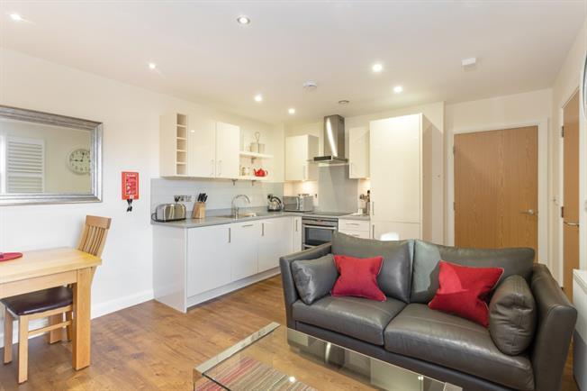 £1,195 per Calendar Month, 1 Bedroom Flat To Rent in Windsor, SL4