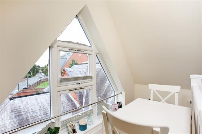 £750 per Calendar Month, Apartment To Rent in Windsor, SL4