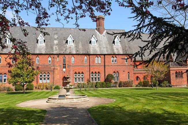 £1,550 per Calendar Month, 2 Bedroom Duplex Apartment To Rent in Windsor, SL4