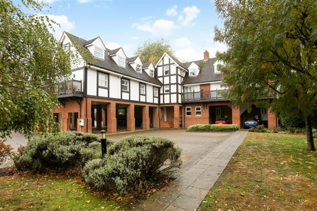£2,750 per Calendar Month, 3 Bedroom Penthouse To Rent in Old Windsor, SL4