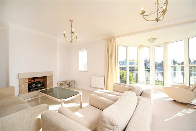 £2,700 per Calendar Month, 2 Bedroom Apartment To Rent in Old Windsor, SL4