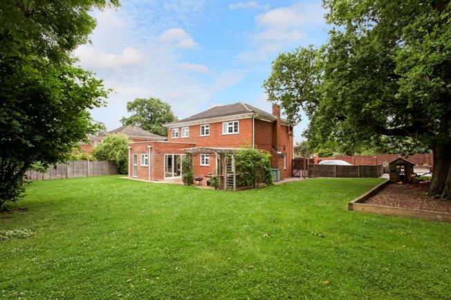 £4,875 per Calendar Month, 5 Bedroom Detached House To Rent in Windsor, SL4