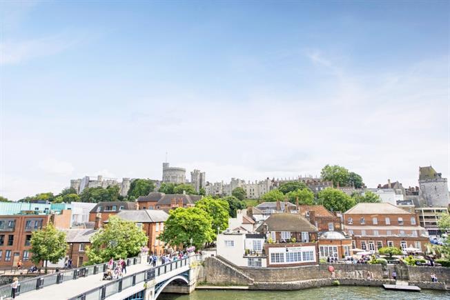 £3,500 per Calendar Month, 2 Bedroom Apartment To Rent in Eton, SL4