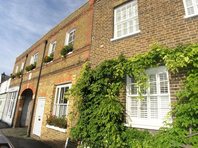 £950 per Calendar Month, 1 Bedroom Flat To Rent in Windsor, SL4