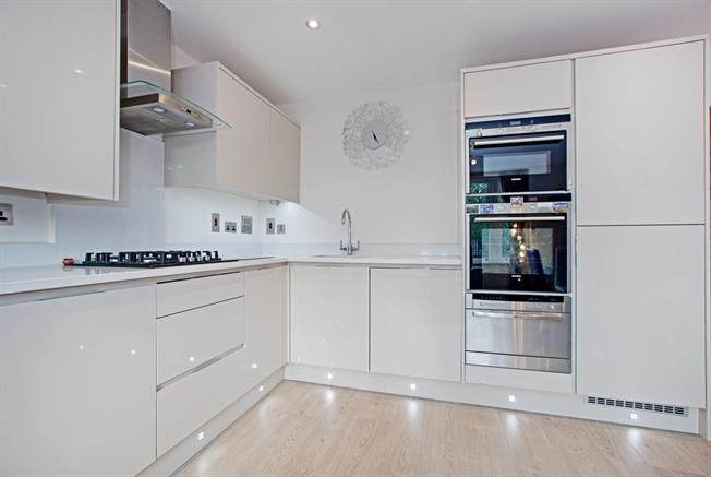 £1,495 per Calendar Month, 2 Bedroom Apartment To Rent in Windsor, SL4