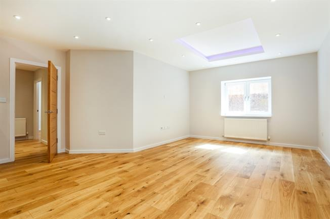 £3,999  per Calendar Month (Calculated), 2 Bedroom Apartment To Rent in Windsor, SL4